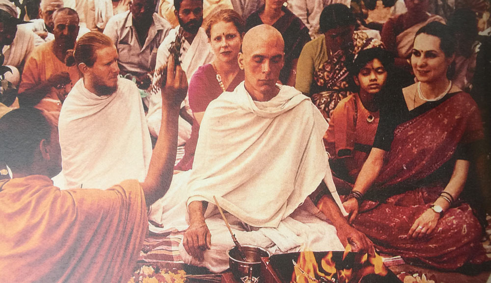 David Life becomes a a sannyas (renunciate) initiated by Swami Nirmalananda