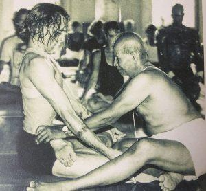 Sri K. Pattabhi Jois gives David Life a yoga assist